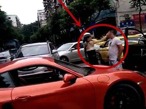 重庆保时捷女司机猛扇男司机耳光
