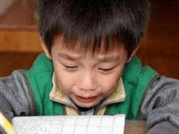 实力坑娃,小学生名字竟然88个笔划,别人都交卷了他名字还没写好!